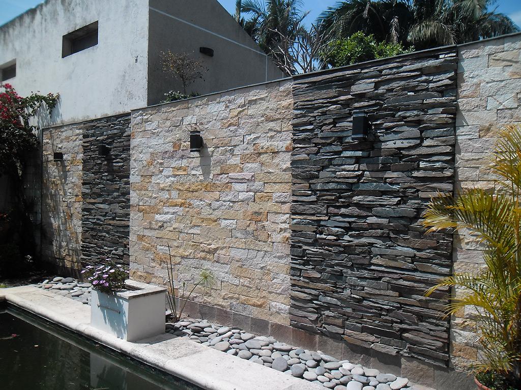 Arquitectura de casas fachadas con piedra morisca en for Piedras blancas para patio